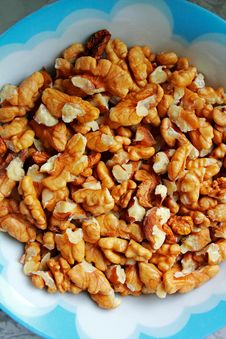 Free A Bowl Of Walnuts , Baking Ingredient Stock Photography - 28517122