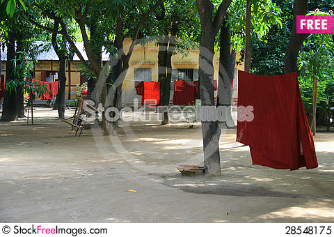 Free Daily Life In A Buddhist Temple Royalty Free Stock Photo - 28548175