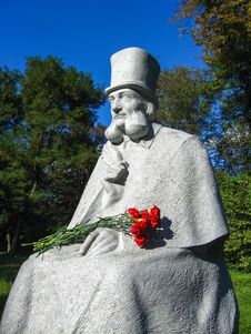 Free Monument To Ukranian Fabulist Glibov In Sednev Village Royalty Free Stock Photography - 28541377