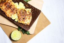 Free Fried Fish, Served With Lime Stock Photos - 28547173