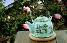 Free Chinese Teapot  In The Garden Of Roses Stock Photography - 28555492