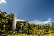 Free Hot Nature Fountain Royalty Free Stock Photos - 28562448