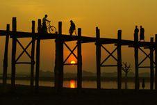 Free Mandalay Bridge Royalty Free Stock Photography - 28563987