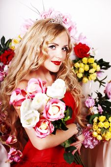 Beautiful Fashion Girl With Red Makeup And Roses. Royalty Free Stock Photos