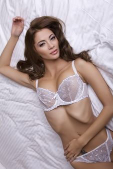 Free Beautiful Brunette In Bed Royalty Free Stock Photography - 28586157