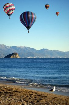 Free Hot-air Balloons Over The Sea Stock Photos - 28586613