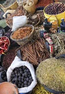 Free Spices And Herbs Royalty Free Stock Photography - 28588897