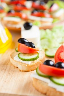 Free Preparing Canapés With Vegetables And Cheese Stock Photo - 28590570