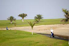 Free Golfer Walking Royalty Free Stock Photos - 2862758