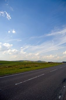 Free Lonely Road In The Peaks Royalty Free Stock Images - 2863329