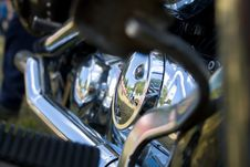 Free Chrome Exhaust And Engine Stock Photography - 2864392