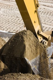 Free Excavator Bucket Full Of Dirt. Royalty Free Stock Images - 2865819
