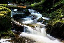 Free Beautiful Waterfall. Royalty Free Stock Photos - 2869078