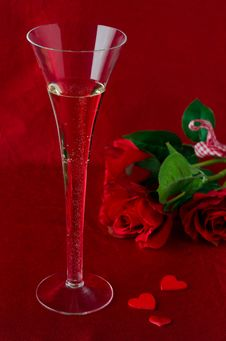 A Glass Of Champagne And Red Roses  For Valentine S Day Royalty Free Stock Photo