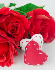 Free Canvas Handmade Hearts And Red Roses For Valentines Day Stock Photos - 28602423