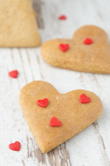 Free Cookie In The Form Of Heart On The Table Closeup Royalty Free Stock Images - 28602449