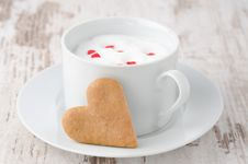 Free Cup Of Hot Milk With Foam, Decorated With Sugar Hearts And Heart Royalty Free Stock Photography - 28602457