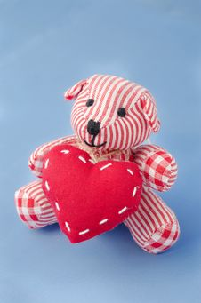 Free Teddy Bear With A Heart In His Hands Stock Photos - 28602803