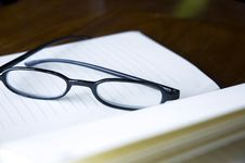 Free Close Up Eyeglasses Stock Image - 28604061