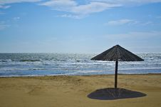 Free Wooden Beach Umbrella Stock Photography - 28616182