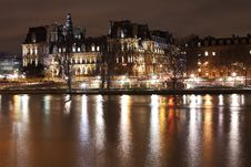 Free Hotel De Ville In Paris Royalty Free Stock Image - 28640596