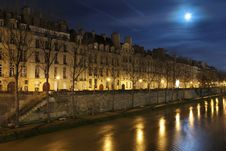 Free Seine In The Night With Moon Royalty Free Stock Photos - 28640678