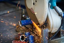 Free Cutting Steel With Grinder Royalty Free Stock Photos - 28641558