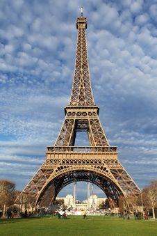 Free Eiffel Tower In Paris On The Winter With The White Clouds Royalty Free Stock Photography - 28642157