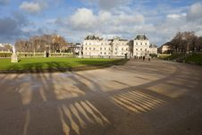 Free Palace In Luxembourg Park In Paris Royalty Free Stock Photography - 28643607