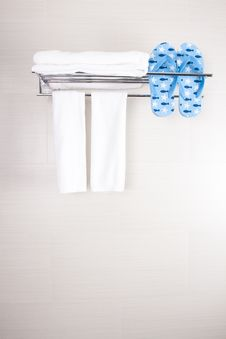 Free Bathroom Towels Royalty Free Stock Photo - 28644815