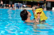 Free Family Rest In Pool Stock Photos - 28645393