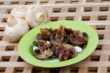 Free Grilled Champignons Royalty Free Stock Photography - 28651087