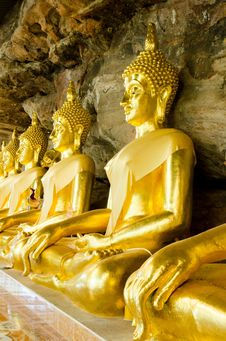 Free Golden Buddha Statue In  Cave Stock Photos - 28655173