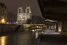 Free Illuminate Notre-Dame From Paris With Sena In The Night Royalty Free Stock Image - 28657746