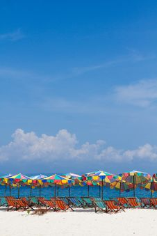 Free Umbrellas And Chairs On The Beach With Bluesky Royalty Free Stock Photography - 28665367