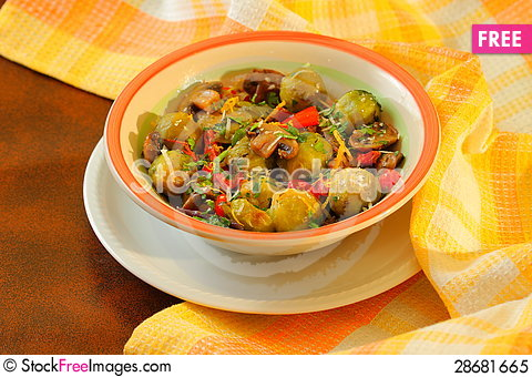 Free Vegetarian Dish Royalty Free Stock Photo - 28681665
