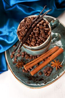 Free Coffee Beans With Cinnamon And Vanilla In A Blue Cup On A Vintage Board Stock Photo - 28680750