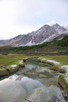 Free Snow Mountain And Stream Royalty Free Stock Photo - 28687125