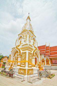 Free White And Gold Pagoda Royalty Free Stock Photos - 28689708