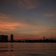 Free Chao Phraya River At Sunset Royalty Free Stock Photos - 28705518