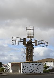 Free Windmill, Teguise Royalty Free Stock Image - 28708996