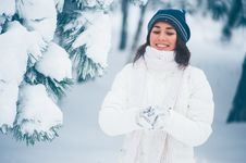 Free Winter Girl Royalty Free Stock Photos - 28711608