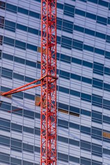 Free Crane Attached To The Skyscrapper Stock Image - 28727231