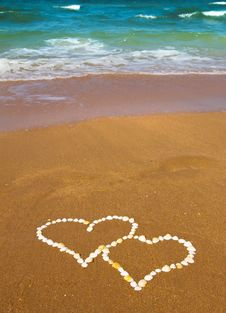 Free Connected Hearts On Beach - Love Concept Royalty Free Stock Photos - 28728388