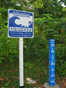 Free Tsunami Hazard Zone Sign Board Royalty Free Stock Photo - 28729285