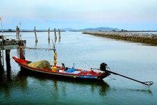 Free Folk Fishing Boat. Royalty Free Stock Photography - 28736377