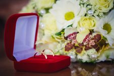 Free Wedding Rings In A Box Stock Image - 28738001