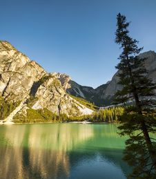 Free Tranquil Summer Italian Dolomites Mountain Lake Royalty Free Stock Images - 28739309