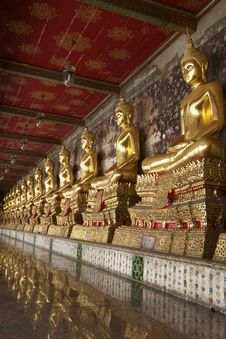 Free A Row Of Buddha Statue Royalty Free Stock Photos - 28748388