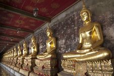 Free A Row Of Buddha Statue Royalty Free Stock Images - 28748399